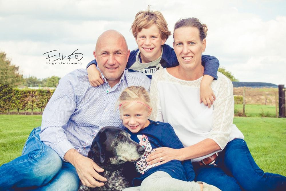 Familie reportage met hond Neer